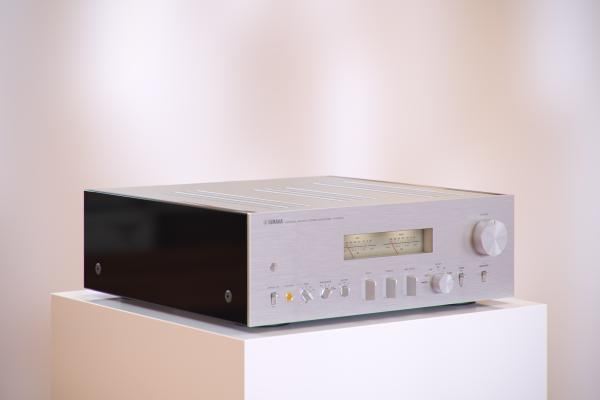 Analog stereo integrated amplifier